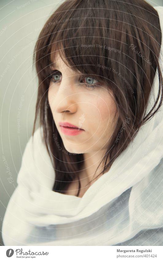 schleier elegant Stil Haare & Frisuren Haut Gesicht Mensch feminin Junge Frau Jugendliche 1 18-30 Jahre Erwachsene Stoff Schal Kopftuch brünett langhaarig Pony