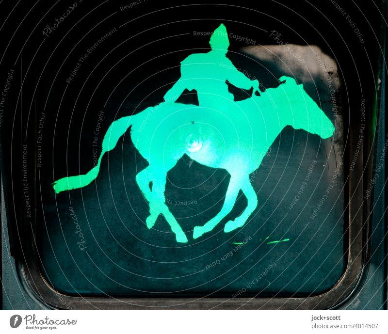 Mongole reitet bei Grün in den Alltag hinein Silhouette Kunstlicht Piktogramm Comic Ampel Fußgängerampel Design Signalfarbe Verkehrszeichen