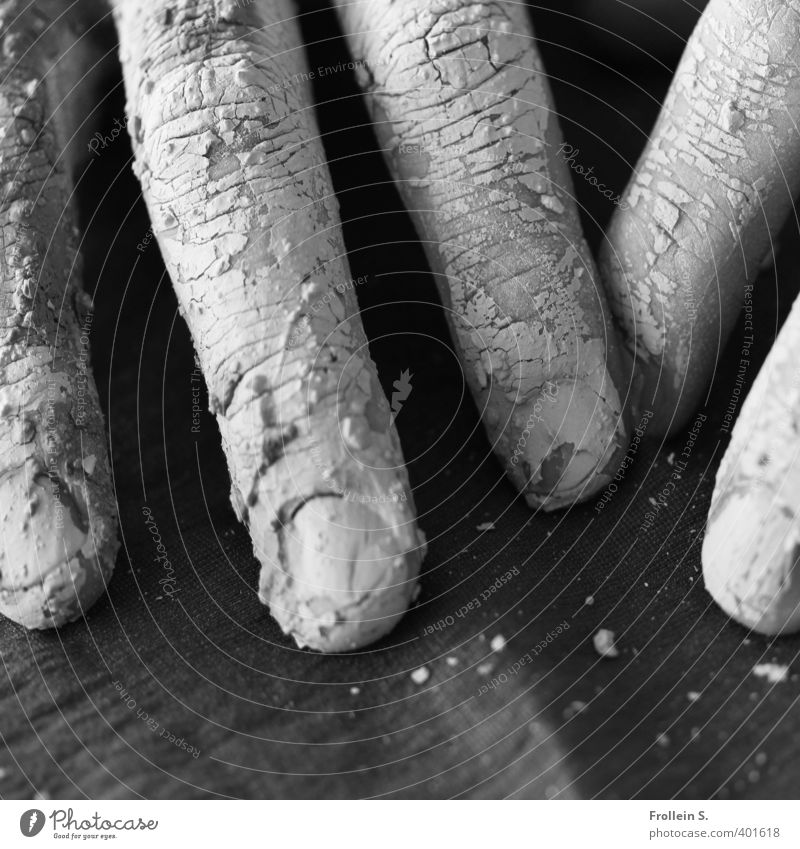 Fingerübungen Töpfern Hand Fingernagel Hautfalten Tierhaut Ton Riss Bruch Tastsinn berühren dreckig Schwarzweißfoto Nahaufnahme Schatten Kontrast