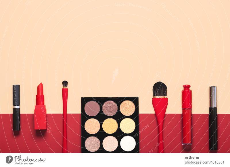 Verschiedene Make-up weibliche Kosmetik und Zubehör.Make-up Schönheit Mode Konzept Frauenkosmetik Schminke Farbe Überarbeitung Make-up-Pinsel Hautpflege Glanz