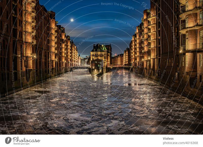 Elbschlößchen im Eis Nachtleben Hafen Hamburg ästhetisch Hafencity Architektur Großstadt historisch Attraktion erleuchten rot maritim Illumination Bridge