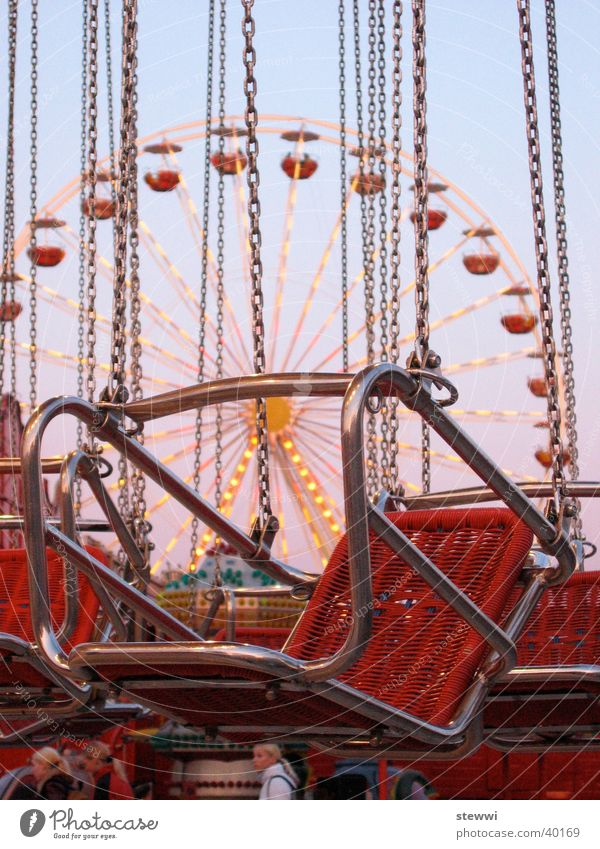 Ketten Karussell Jahrmarkt Riesenrad einsteigen Freizeit & Hobby Freude Fun