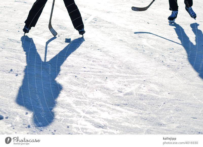 thunfischdosenhockey Eishockey Eishockeyschläger eishockeytor Eisfläche Wintersport Schlittschuhe Schlittschuhlaufen Sport Frost kalt Farbfoto Freizeit & Hobby