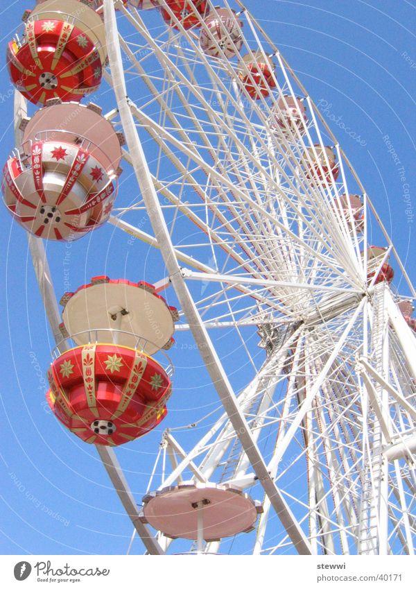 Unterm Rad Riesenrad Jahrmarkt drehen rund Aussicht unten Romantik Freizeit & Hobby Freude Feste & Feiern hoch Himmel fliegen