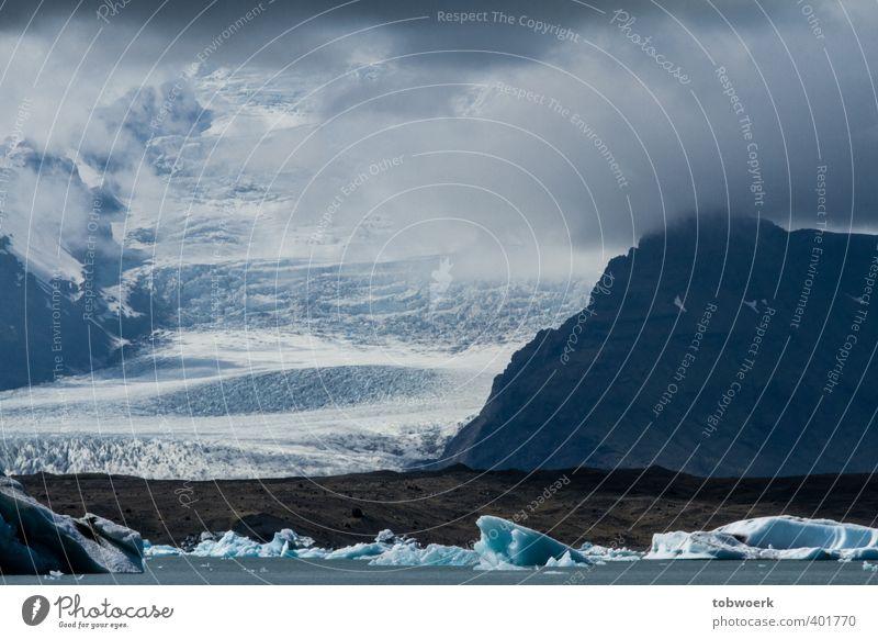 Wolkengletscher Natur Landschaft Urelemente Wasser Eis Frost Felsen Gletscher Seeufer groß Unendlichkeit kalt blau weiß enorm Vatnajökull Island Farbfoto