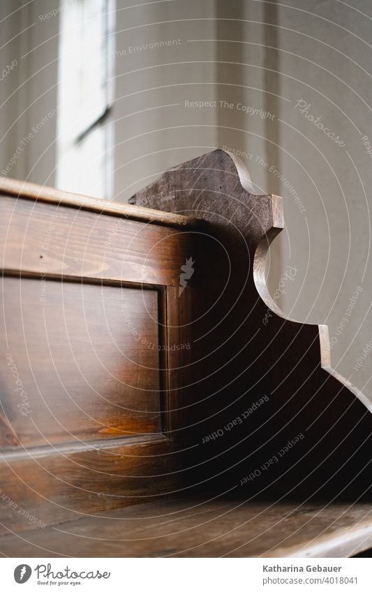 Schattenspiel Bank Holzbank holz licht kirche schatten