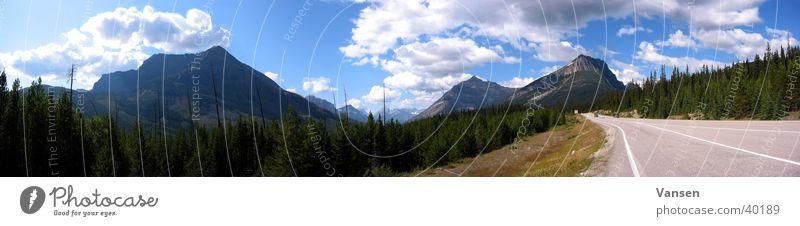 Unendliche Weiten Sonne Wolken Wald Berge u. Gebirge groß Autobahn Panorama (Bildformat)