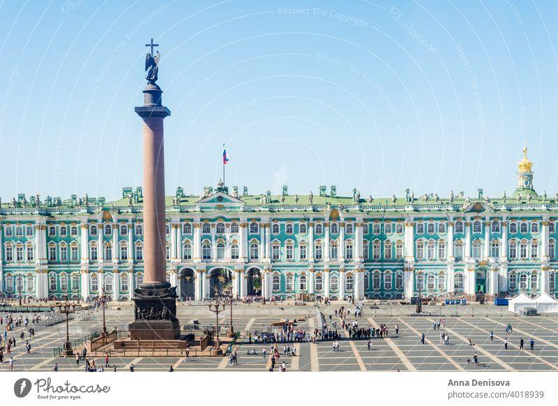 Schlossplatz mit Staatlichem Eremitage-Museum und Winterpalast in Saint Petersburg Russland Isaakskathedrale Großstadt Kirche Frühling Tourismus Sommer