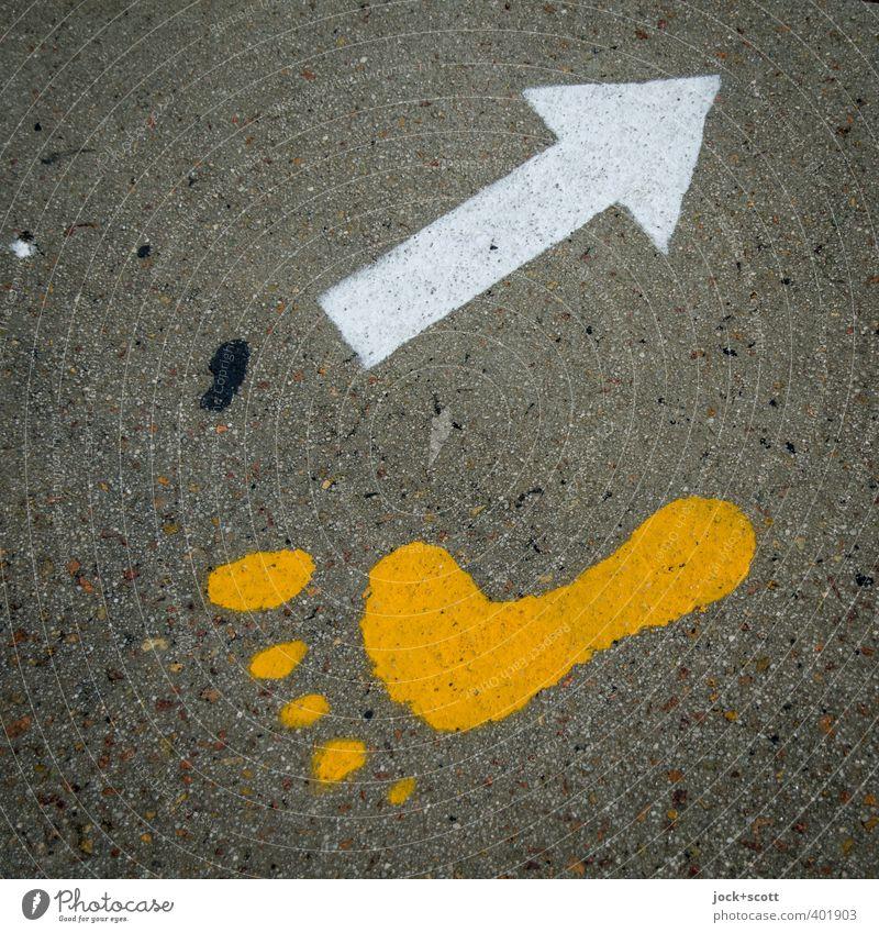... and barefoot back Zeichen Schilder & Markierungen Pfeil gehen einfach gelb Menschlichkeit Lebensfreude Leichtigkeit Wandel & Veränderung Abdruck Barfuß