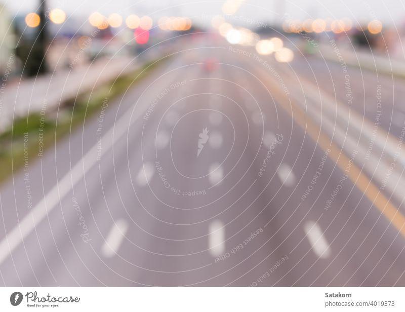Unscharfer Lichtfokus auf der Interstate Highway Verkehr Autobahn Lichter verschwommen Bewegung Straße PKW Scheinwerfer Lastwagen Unschärfe Fernstraße Eile