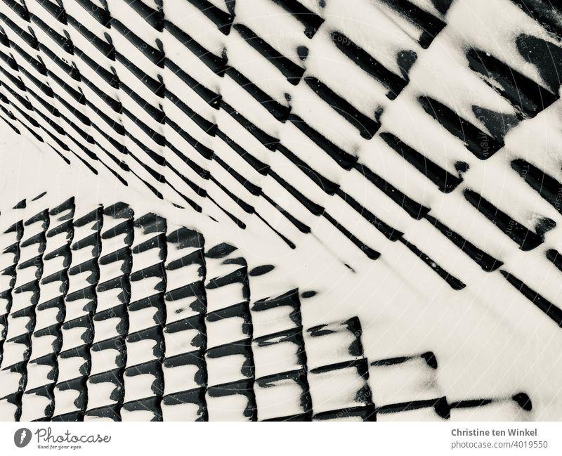 Verschneites Dach ... kontrastreich und abstrakt Schnee Winter weiß schwarz Hausdach schön Schwarzweißfoto anders ungewöhnlich Hintergrundbild kalt