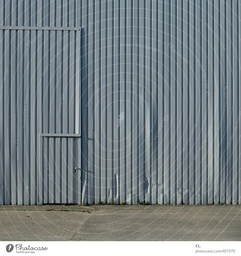 geheimtür Wand Architektur Mauer Gebäude grau Fassade Tür Ordnung trist Sicherheit Industrie Baustelle Neugier geheimnisvoll Fabrik Eingang