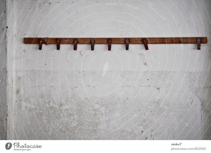 ab Haken Mauer Wand alt braun grau weiß Verfall Lücke Kleiderhaken fehlen Gedeckte Farben Innenaufnahme abstrakt Menschenleer Textfreiraum unten