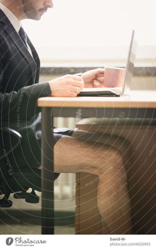 Homeoffice auf die bequeme Weise lässig Unterhose Business Laptop Notebook pandemie Corona online arbeiten zu Hause lustig witzig