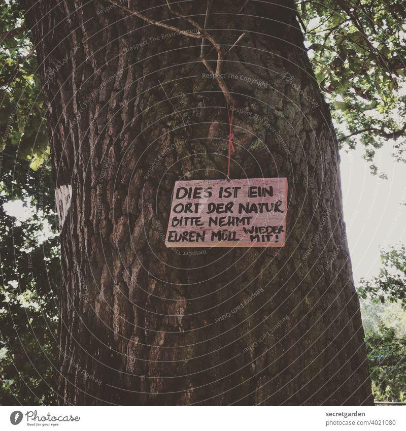 ungesund | Müll(ent)sorgen. Schilder & Markierungen Baum ökologisch Bitte Müllentsorgung Natur Hinweisschild Menschenleer Schriftzeichen Buchstaben Zeichen