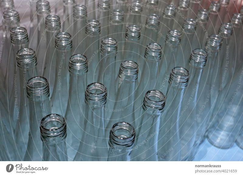 Leere Flaschen flaschenhals palette leer weißglas reihe offen glasklar rotweinflasche viele menge