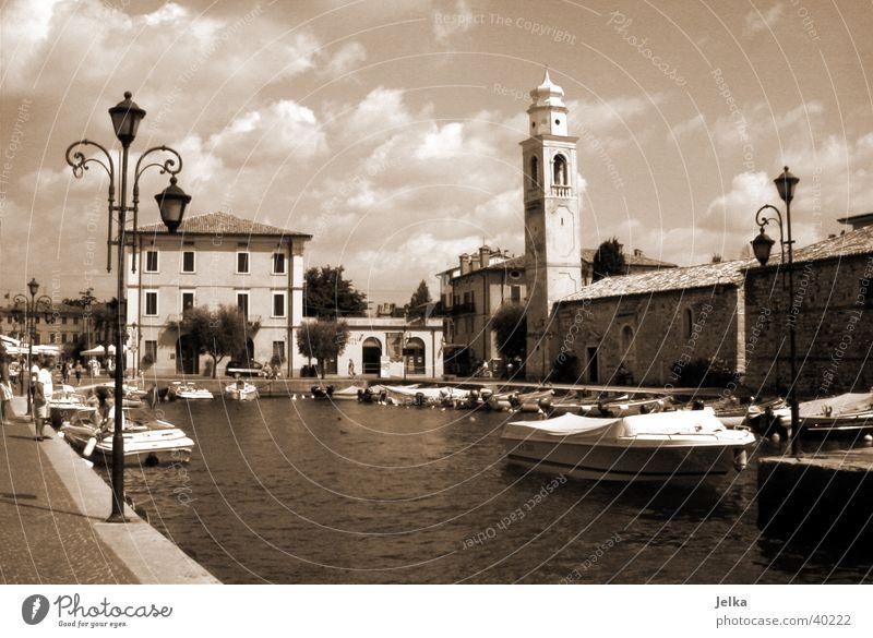 Lazise Ferien & Urlaub & Reisen Wasser See Gardasee Italien Europa Dorf Stadtzentrum Kirche Hafen Turm Architektur Sehenswürdigkeit Tourismus Gewässer Laterne