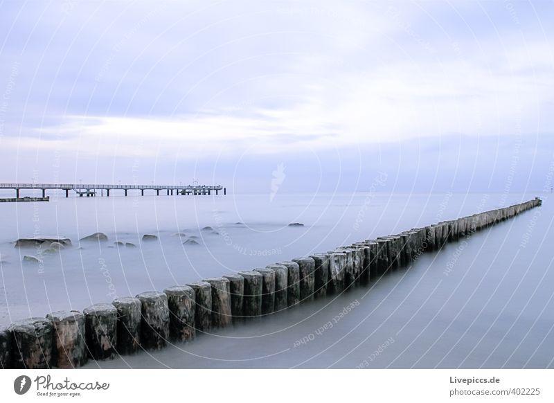 Ostseeküste Strand Meer Wellen Umwelt Natur Landschaft Wasser Himmel Wolken Herbst Küste Brücke Stein Holz frisch Zusammensein kalt nass natürlich blau grau