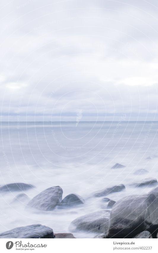 Ostseeküste Freiheit Strand Wellen Umwelt Natur Landschaft Wasser Himmel Wolken Herbst Wind Sturm Küste frisch kalt nass wild blau grau Farbfoto Außenaufnahme