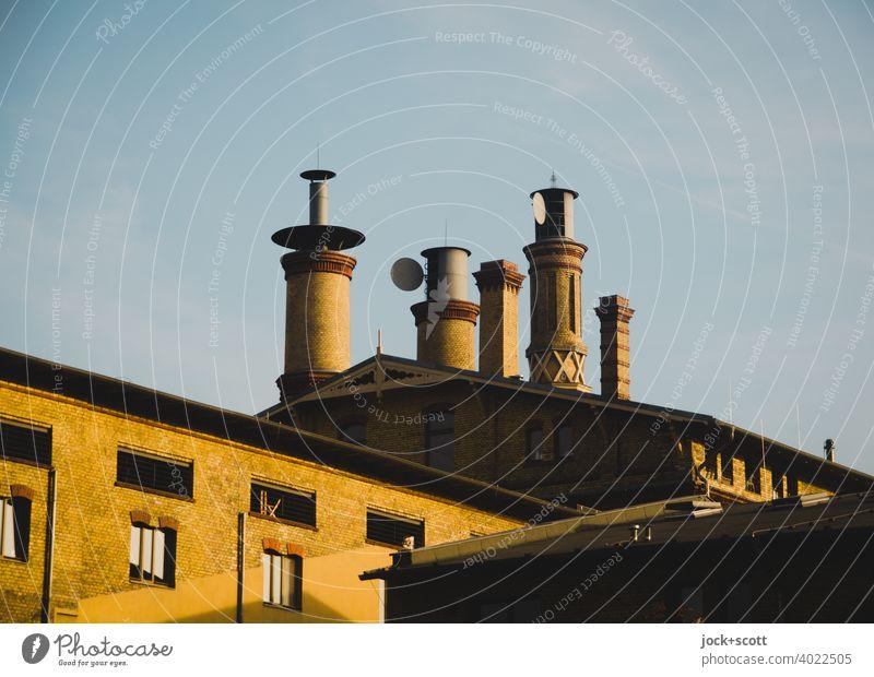 Schornsteine als Dekoration unterschiedlich Architektur Gebäude Stil Mälzerei Klinkerfassade umgebaut Pankow Berlin Dekoration & Verzierung Himmel Abendlicht