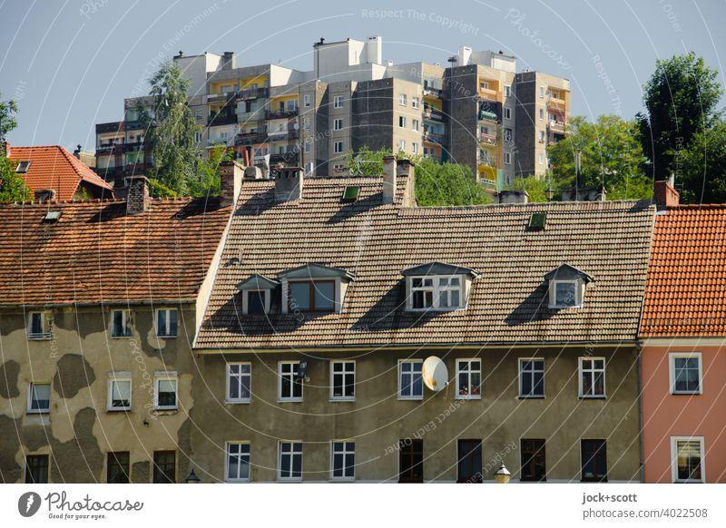 Architektur gestern und heute Zgorzelec Görlitz Altstadt Plattenbau Fassade authentisch historisch modern hervorragend Wohnhochhaus Europastadt Polen Satteldach