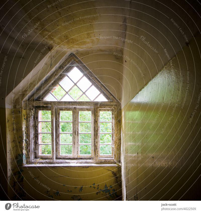 Fenster reflektiert im verlorenen Raum lost places Architektur Zahn der Zeit verfallen Endzeitstimmung Strukturen & Formen Reflexion & Spiegelung Ruine