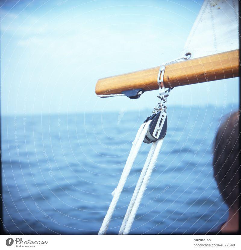 Rolle rolle umleker Mast Segelboot Segler taue vor dem Wind baum klampe Ostsee segelsport holzboot insel Meer Salzwasser freiheit Sommer Urlaub seemann