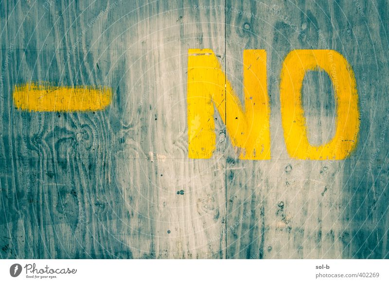 NCH   negativ Stadtzentrum Mauer Wand rebellisch blau gelb Unlust trotzig Holz Graffiti Schilder & Markierungen angemalt Holzplatte verbrettert Belehrung