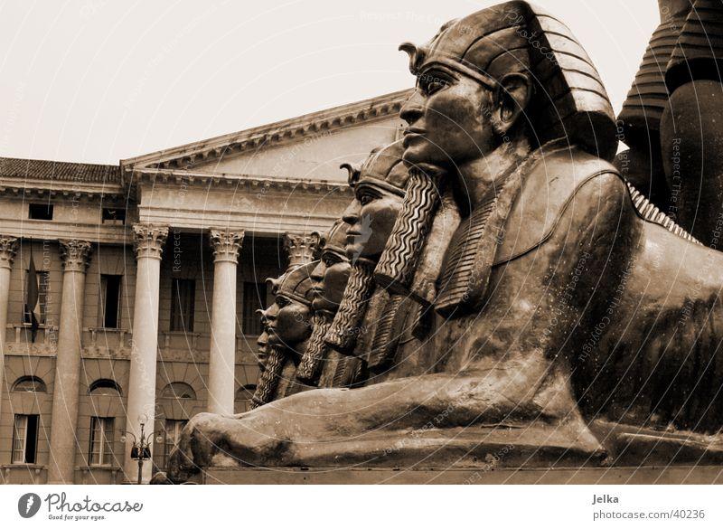 Kulissen der Arena di Verona Haus Gebäude Tourismus Europa Italien Bauwerk Ägypten Säule Skulptur Oper Pyramide Pharaonen Sphinx