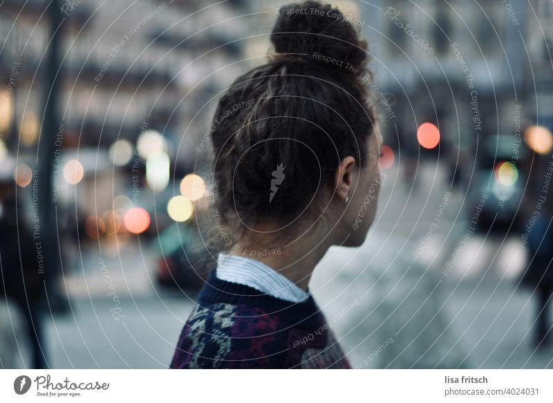 STADTGEFLÜSTER Stadt trubel Leben frei jung hip modern trendy Außenaufnahme Farbfoto Dutt Stress Ruhe Lichtpunkt Lebensraum reisen Urlaub Stadtleben Stadtreise