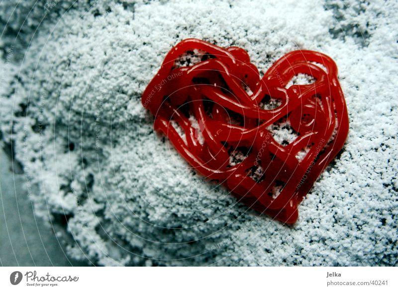 Kuchenherz Lebensmittel Teigwaren Backwaren Ernährung Kaffeetrinken Herz lecker süß rot Liebe Romantik Zucker Puderzucker Zuckerguß herzförmig Farbfoto