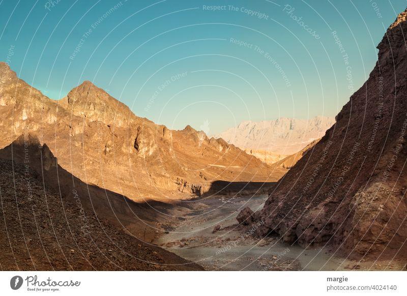 Weg durch eine Berglandschaft, roter Canyon Israel Berge u. Gebirge Natur Sonne Licht Sonnenuntergang Schatten Schattenspiel Wege & Pfade Steine Wüste