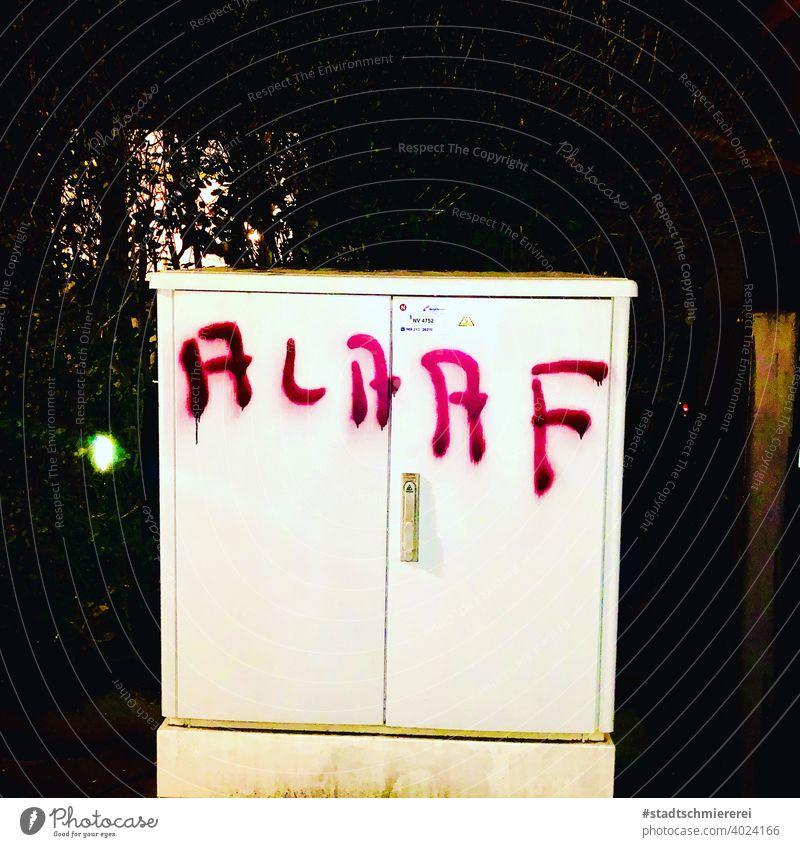 Alaaf! alaaf helau Karneval Fasenacht Party Farbfoto Feste & Feiern mehrfarbig Lebensfreude Menschenleer Fröhlichkeit Text Wort Straßenkunst Graffiti