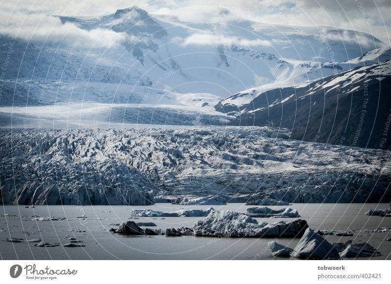 Ice, Clouds & Water Natur Landschaft Urelemente Wasser Wolken Eis Frost Felsen Berge u. Gebirge Schneebedeckte Gipfel Gletscher Seeufer blau schwarz weiß