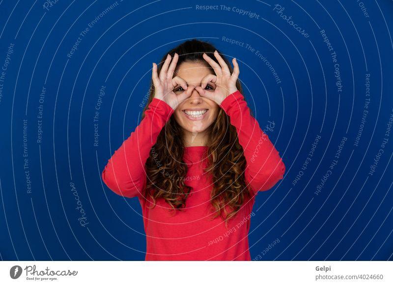 Porträt der schönen kaukasischen Mädchen mit lockigem Haar Person Frau Brille Sehvermögen Pflege überblicken Auge Attrappe Kaukasier jung Behaarung rot
