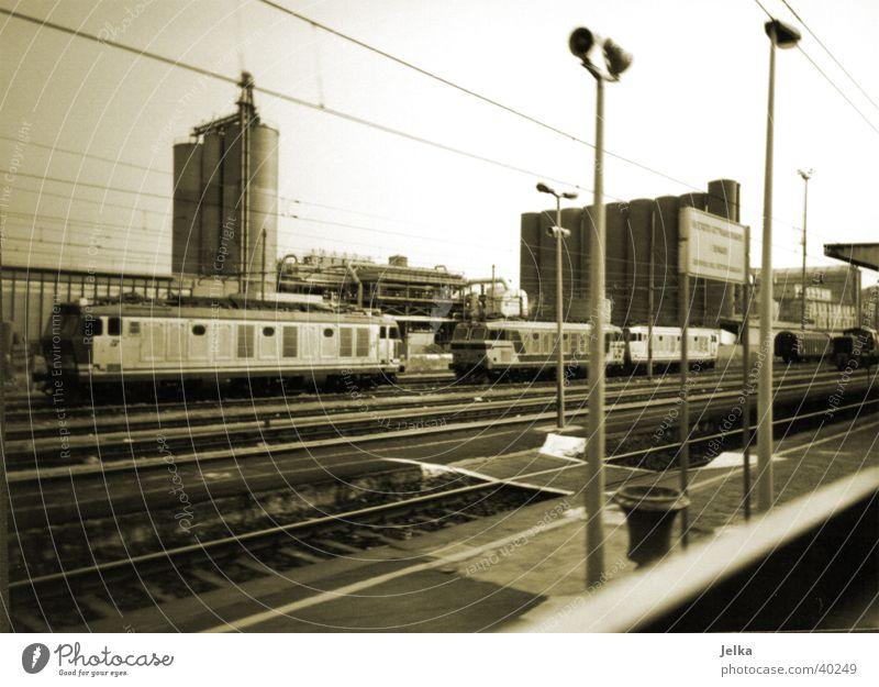 Mailänder Industrie Ferien & Urlaub & Reisen Mailand Italien Menschenleer Industrieanlage Fabrik Bahnhof Verkehr Eisenbahn Güterzug Gleise Bewegung
