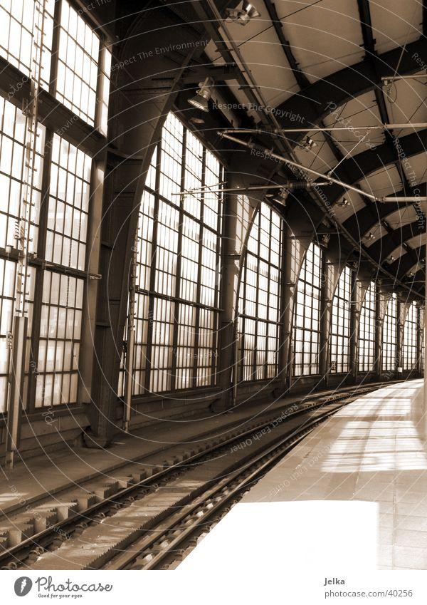 Bahnhof Friedrichstraße Berlin Verkehr Eisenbahn Gleise Fernweh Heimweh