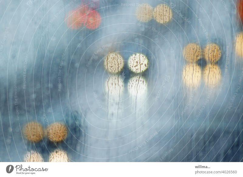 Verkehr in der Öffentlichkeit, im strömenden Regen und mit Licht Autoscheinwerfer Straßenverkehr Autofahren Berufsverkehr Verkehrswege Reflexion & Spiegelung