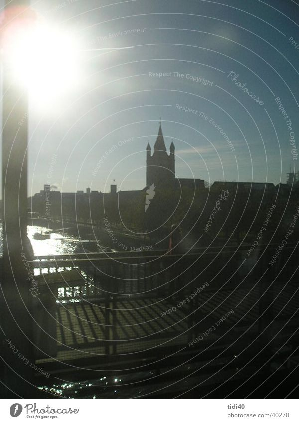 Köln vom Zug aus1 Zugbrücke Winter Stadt Europa Rhein Sonnentag