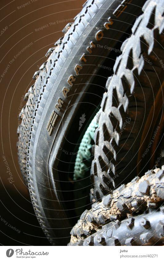 Richtungen Mountainbike Fahrradreifen Kilometer Freizeit & Hobby Muster Detailaufnahme Verkehrswege Reifenpanne