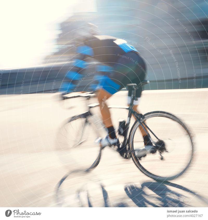 Radfahrer Training auf der Straße in Bilbao Stadt, Spanien Biker Fahrrad Transport Verkehr Sport Fahrradfahren Radfahren Übung Mitfahrgelegenheit