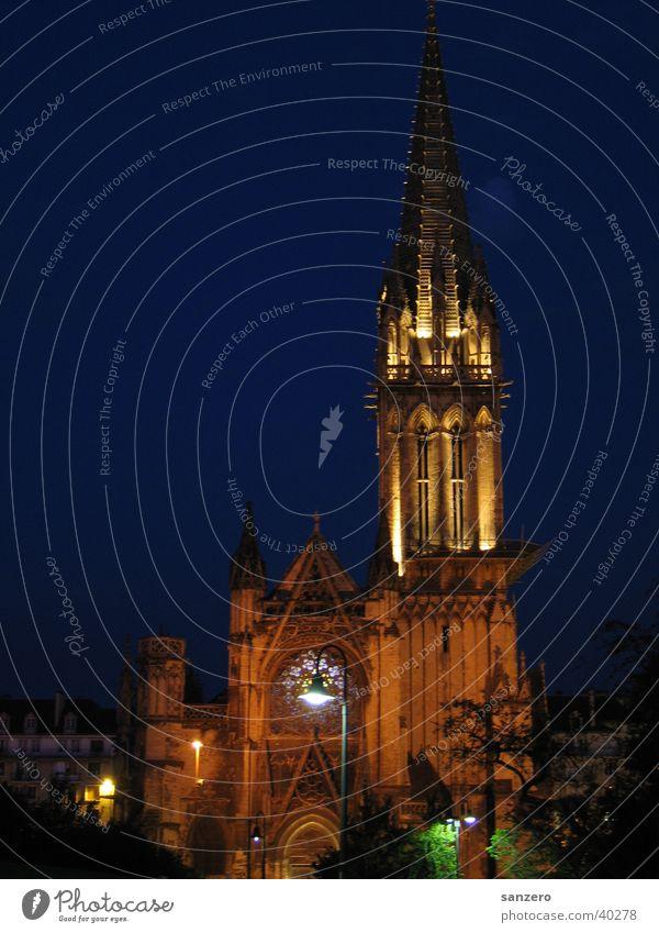 Kirche in der Nacht Langzeitbelichtung historisch Bauwerk Religion & Glaube Dom