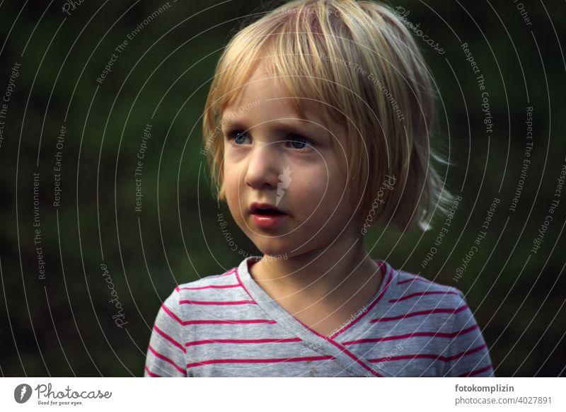 Porträt eines Kindes Mädchen Mädchenportrait Kindergarten Kindheit Kleinkind Kindererziehung Schwache Tiefenschärfe Mensch kindlich ein Kind sein klein