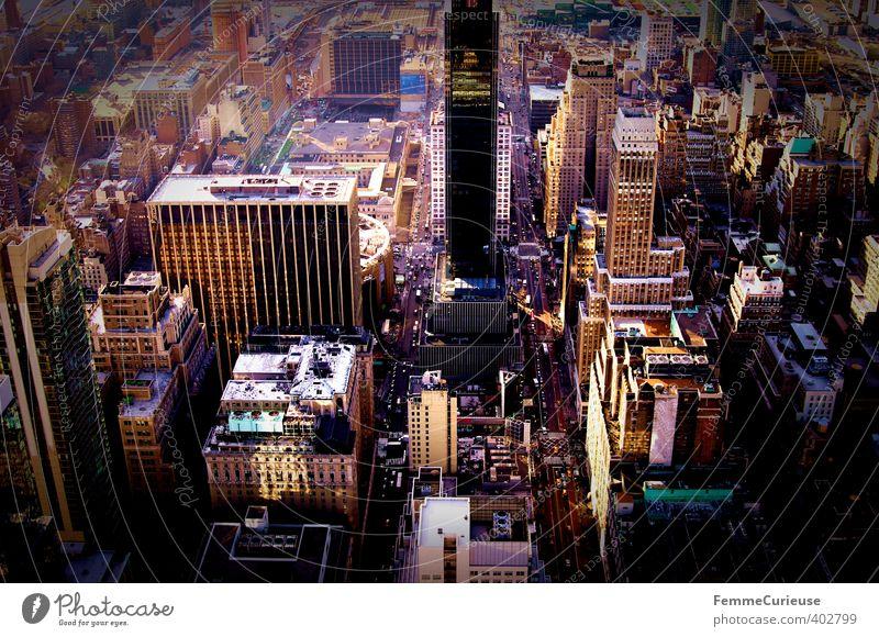 NYC (I) Stadt Haus Straße Architektur Hochhaus fantastisch USA Bankgebäude Skyline Abenddämmerung Stadtzentrum Amerika Gasse eng Stars and Stripes Hauptstadt