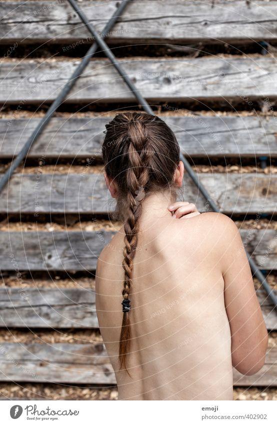 X Mensch Jugendliche Junge Frau Erwachsene 18-30 Jahre feminin Haare & Frisuren Rücken dünn rein brünett langhaarig Scham Zopf verwundbar