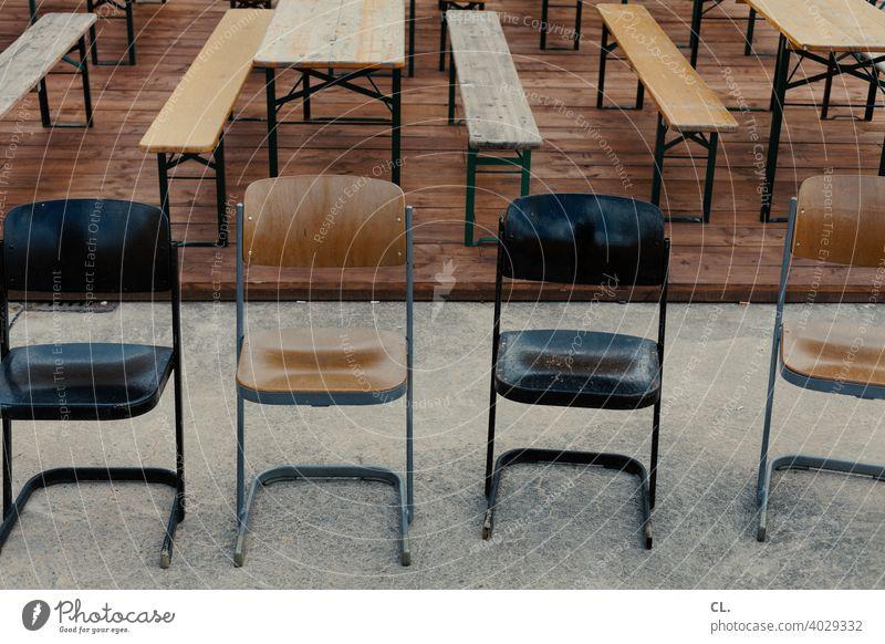 stühle, bänke, tische Bänke Stühle Tische Stuhl Bank leer Lockdown Langeweile Veranstaltung geschlossen Gastronomie Biergarten Sitzgelegenheit Menschenleer