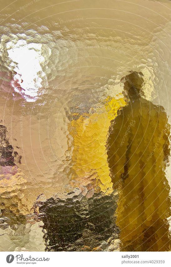 der große Unbekannte... Milchglas Strukturglas Ornamentglas Fenster Fensterscheibe Glas Strukturen & Formen Mensch Einblick unbekannt Figur Glasscheibe Mann