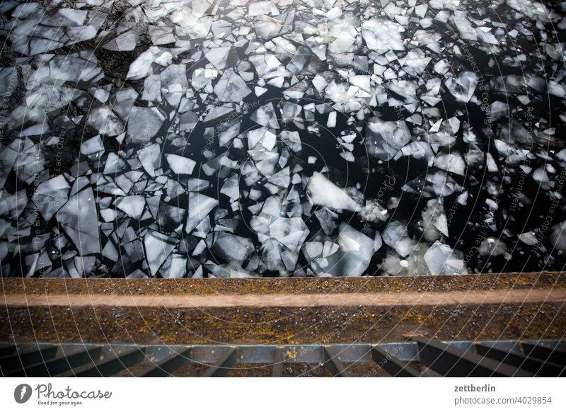 Eisgang auf dem Hohenzollernkanal ausflug daämmerung eis eisscholle erholung ferien fluß gefroren kalt kälte landschaft natur schifffahrt see sonnenuntergang