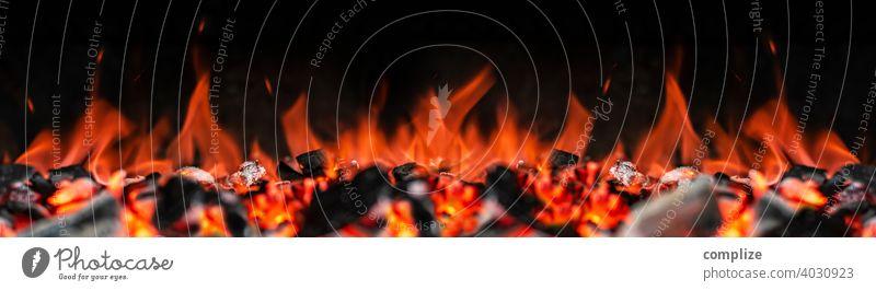 Feuer, Flammen, Glut, Grillen & Grillkohle Panorama Grillplatz grillfleisch Grillsaison grillen. Holzkohle Detailaufnahme Frühling Panorama (Bildformat)