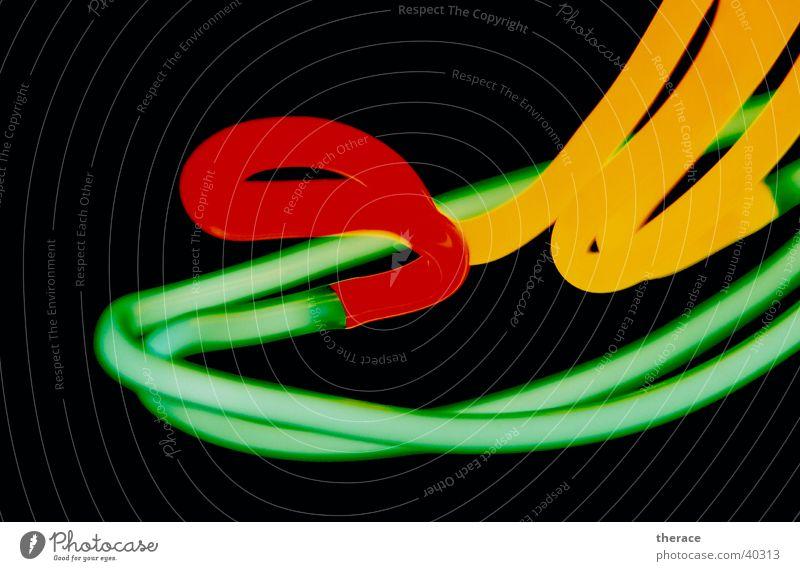 Neonlicht Licht durcheinander mehrfarbig schwarz grün rot gelb obskur Glas light Detailaufnahme black red Beleuchtung Lampe blasen